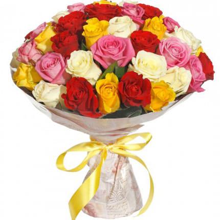 35 різнокольорових троянд
