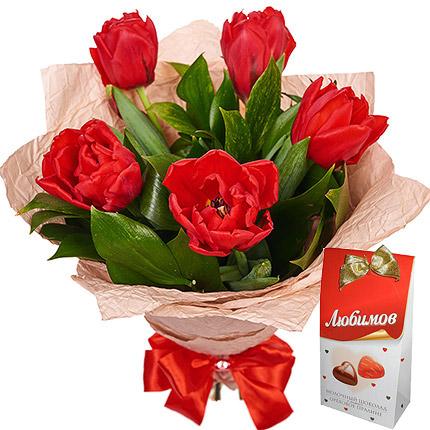 5 червоних тюльпанів  - придбати в Україні