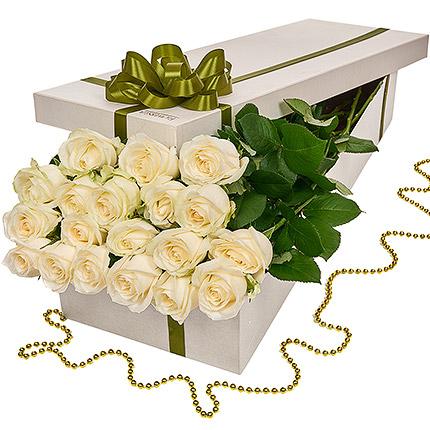 """Квіти в коробці """"19 білих троянд""""  - придбати в Україні"""