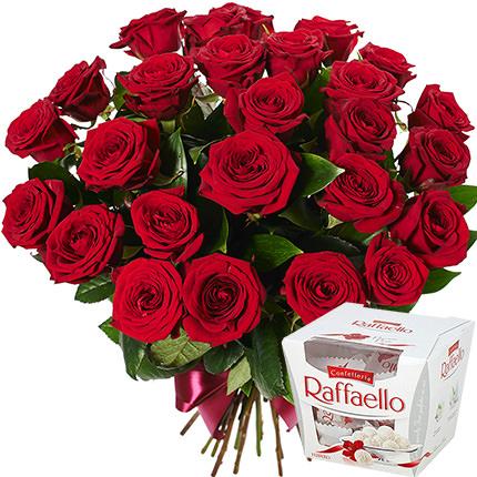 25 червоних троянд + Raffaello  - придбати в Україні