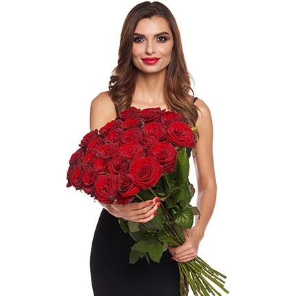 Букет з 25 червоних троянд  - придбати в Україні