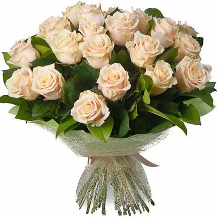 25 кремових троянд  - придбати в Україні
