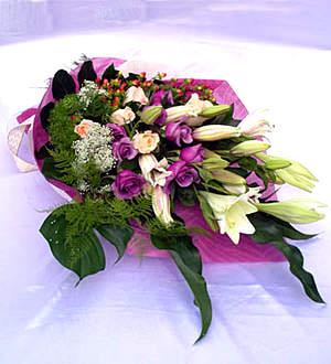 мужчине дарить цветы