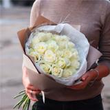 Букет из белых роз: символ нежности и любви