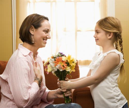 какие цветы дарить маме