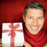 Подарок на 14 февраля: что подарить девушке на День Святого Валентина