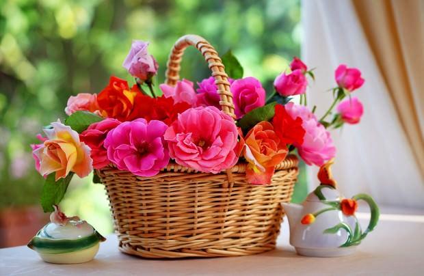 корзина с цветами на Пасху
