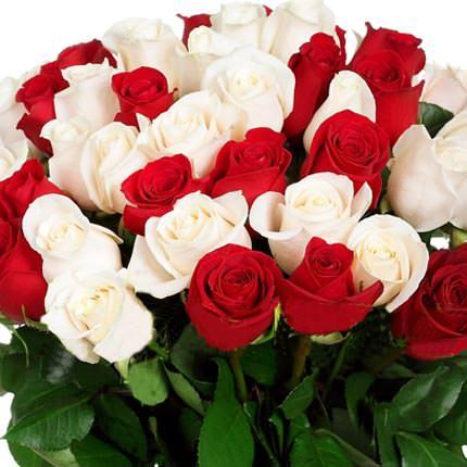 51 красная и белая роза - доставка по Украине