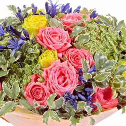 """Букет """"Розы в саду"""" - доставка по Украине"""