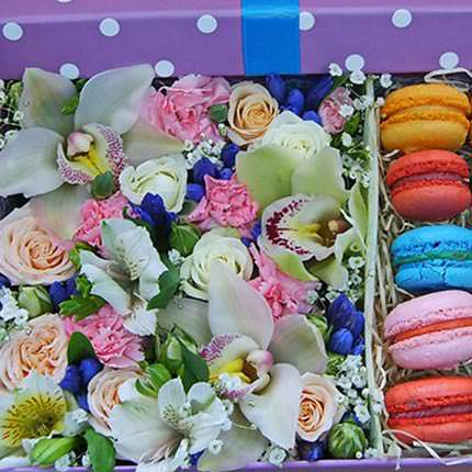 "Composition in a box ""Dream of a sweet tooth"" - delivery in Ukraine"