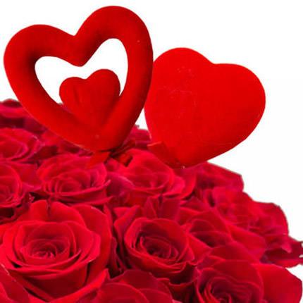 25 красных роз с сердечками - доставка по Украине