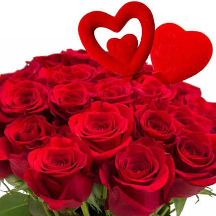 25 красных роз с сердечками - заказать с доставкой