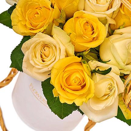"""Квіти в коробці """"Сонячна посмішка"""" - доставка по Україні"""