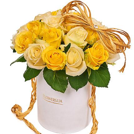 """Квіти в коробці """"Сонячна посмішка"""" - замовити з доставкою"""