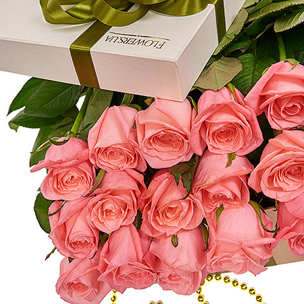 """Flowers in a box """"15 pink roses"""" - order with delivery"""