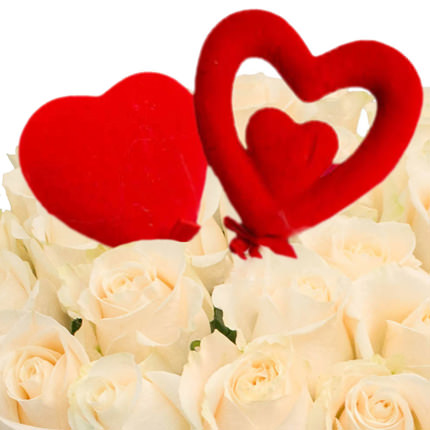 25 белых роз с сердечками - заказать с доставкой
