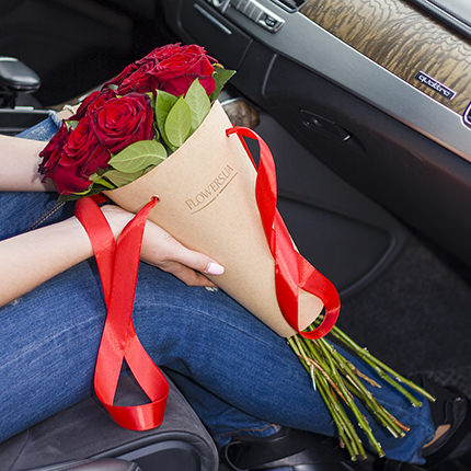 """Букет в конус-пакеті """"Букет троянд"""" - доставка по Україні"""