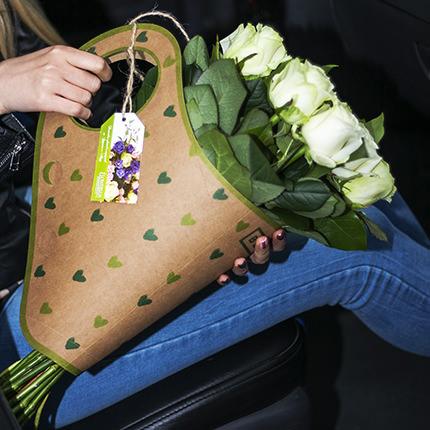 "Букет в крафт-пакете ""15 белых роз"" - доставка по Украине"