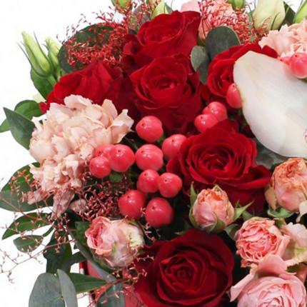 """Цветы в коробке """"Красотка"""" - заказать с доставкой"""