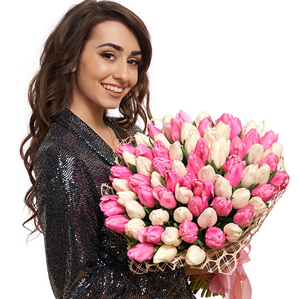 """Букет """"51 білий і рожевий тюльпан"""" - доставка по Україні"""