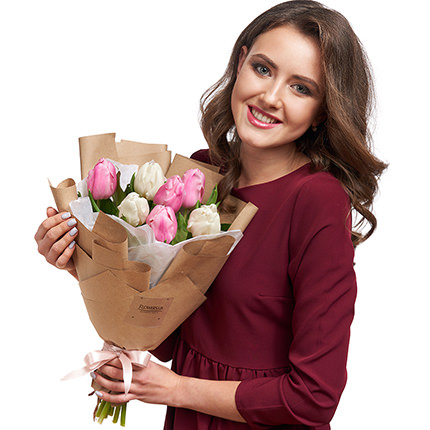 7 white and pink tulips - delivery in Ukraine