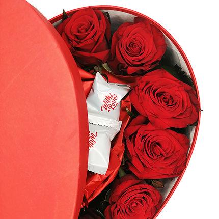 """Цветы в коробке """"Любимой"""" - заказать с доставкой"""