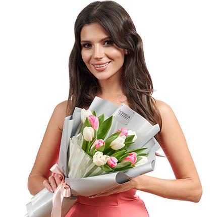 """Букет """"11 білих і рожевих тюльпанів"""" - доставка по Україні"""