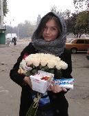 25 кремових троянд