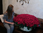 301 red roses