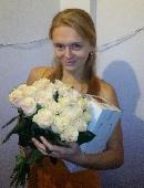25 creamy roses