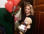 7 червоних троянд з повітряними кульками