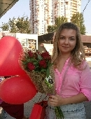7 красных роз с воздушными шарами