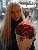 15 червоних троянд