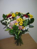 Збірний букет квітів