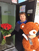 Giant teddy bear with roses