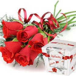 5 червоних троянд