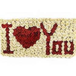 """Надпись из цветов """"I love you"""""""