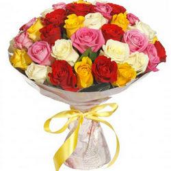 35 разноцветных роз