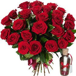 25 красных роз и романтическое послание