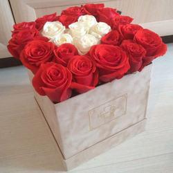 """Цветы в коробке """"Безупречный вкус"""""""