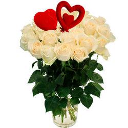 25 белых роз с сердечками