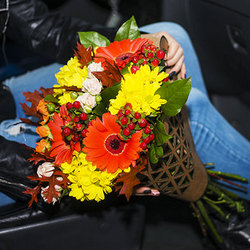 "Bouquet in the kraft-package ""Beautiful autumn"""
