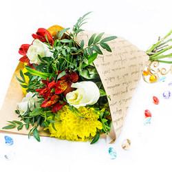 Збірний букет квітів (жовта хризантема)