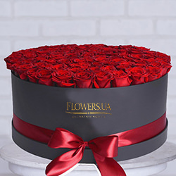 "Flowers in a black box ""101 red roses"""